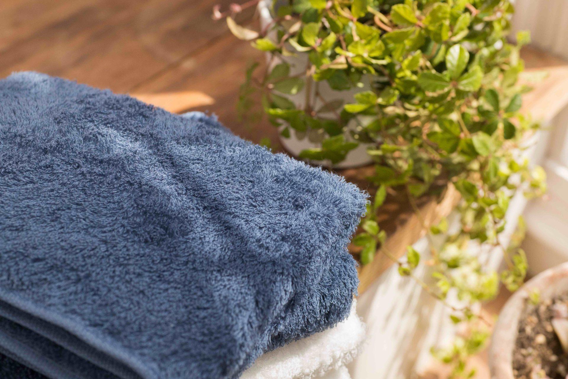 藍色の純綿タオル